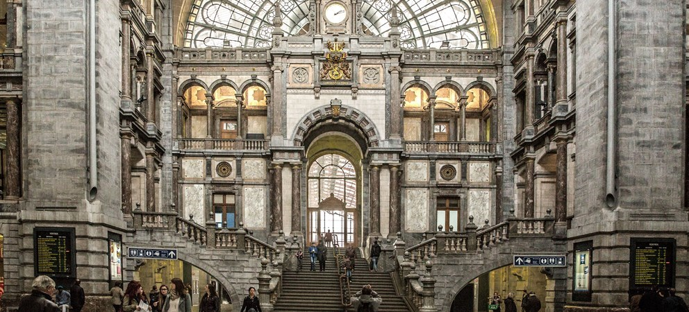 Antwerpen-Centraal, Antwerp's largest train station